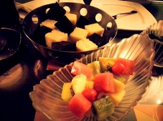 Sponge cake and Fruits