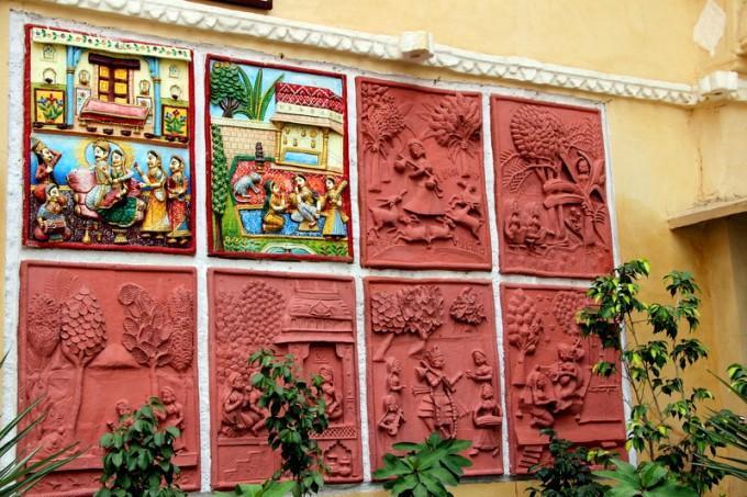 Art at the entrance of Bagore ki Haveli