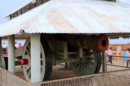 World's largest cannon on the wheel