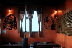 Look at the amazing wall art :D